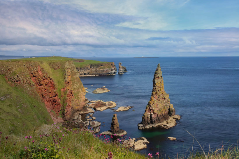 NATURAL-WONDERS-Duncansby-Stacks